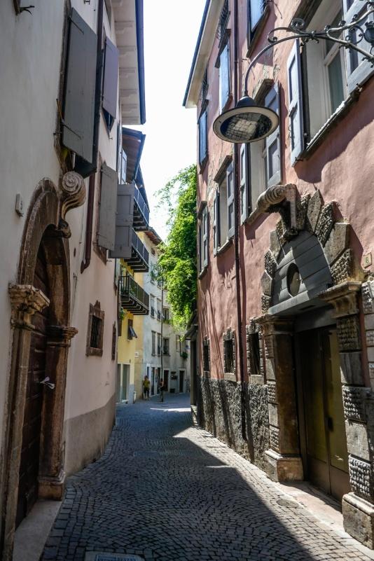 2 narow street