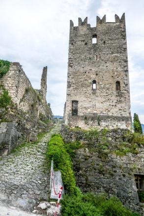 4 Castle tower & walk