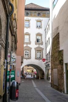 4 Narrow street 1