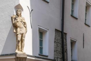 5 Building corner statue